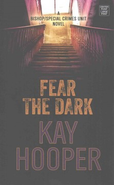 Fear the dark /  Kay Hooper. - Kay Hooper.