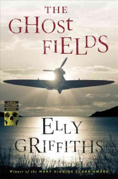 The ghost fields /  Elly Griffiths. - Elly Griffiths.