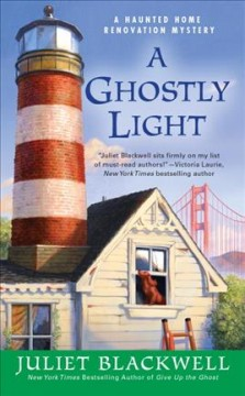 A ghostly light /  Juliet Blackwell.