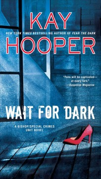 Wait for dark /  Kay Hooper. - Kay Hooper.